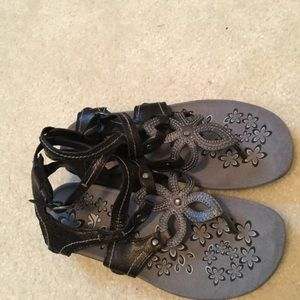 Cushy strapy sandals Size 8 Black